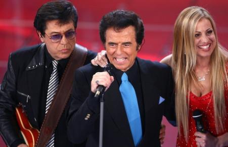 Nel 2008 Little Tony, con il fratello e la figlia, componenti della sua band, in gara nella categoria 'Campioni' con il brano ''Non finisce qui'' si esibisce durante l'ultima serata della 58ma edizione del Festival della Canzone Italiana, sul palco del teatro Ariston di Sanremo (Imperia). ANSA/CLAUDIO ONORATI/DRN/DIB